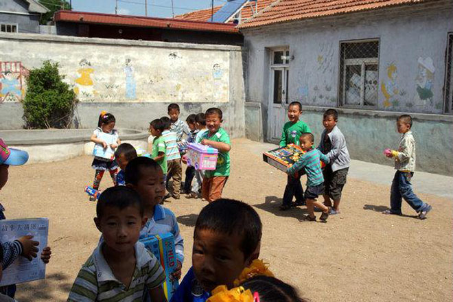 幼儿园对于平民子弟的意义远远不止是托儿,越是贫穷越是需要良好的学前教育